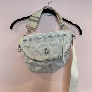 Lululemon festival bag in white